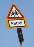 Знак патруля скрещивания школы Стоковые Фото