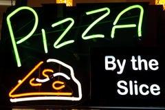 Знак пиццы светлый Стоковое Фото