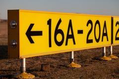 знак положения стоянкы автомобилей авиапорта Стоковое фото RF