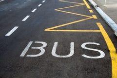 Знак полосы для движения автобусов покрашенный на дороге Стоковая Фотография