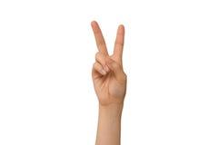 Знак правой руки v молодой дамы Стоковые Фотографии RF