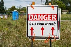 Знак проводов опасности электрический Стоковая Фотография