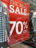 Знак продажи магазина модной одежды людей стоковые фотографии rf