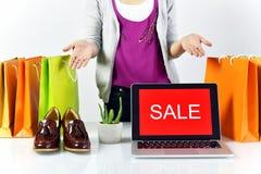Знак продвижения продажи, онлайн скидка покупок, предприниматель и коммерция e-дела Стоковая Фотография RF