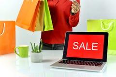 Знак продвижения продажи, онлайн скидка покупок, предприниматель и коммерция e-дела Стоковое Изображение RF