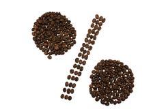 Знак процентов сделанный из изолированных кофейных зерен на белой предпосылке Стоковая Фотография RF