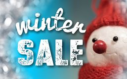 Знак продажи зимы с милым снеговиком Стоковое Изображение