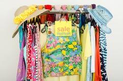 Знак продажи для одежд лета Стоковая Фотография