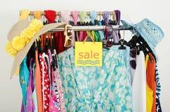Знак продажи для одежд лета Стоковое фото RF