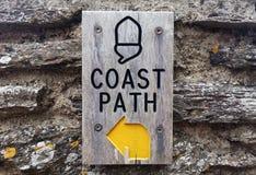 Знак пути побережья, гладит рукой Fleming, Dartmouth, Девон, Великобританию стоковая фотография rf