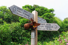 Знак пути побережья, Strete, Девон, Великобритания стоковое изображение rf