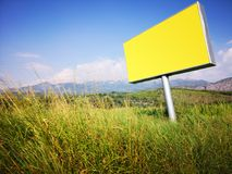 Знак рекламы на дороге стоковая фотография rf
