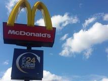 Знак ресторана Mcdonalds Стоковое Изображение