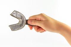 Знак руки женщины с более низким изолятом подносов на белой предпосылке Стоковая Фотография RF