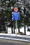 знак Румынии дороги стоковые фото