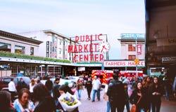 Знак рынка места Pike известный Стоковая Фотография