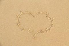 Знак сердца песка пляжа Стоковая Фотография RF
