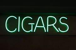 знак сигары неоновый стоковые фото
