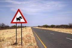 Знак скрещивания Warthog на намибийской дороге Стоковая Фотография RF