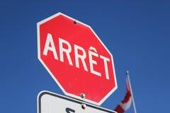 Знак стопа француза с канадским флагом Стоковое фото RF