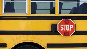Знак стопа школьного автобуса стоковая фотография rf