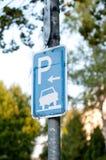 знак стоянкы автомобилей автомобиля Стоковые Изображения RF