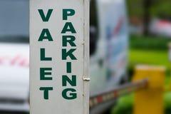 Знак стоянкы автомобилей слуги стоковое изображение rf