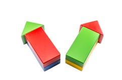Знак стрелки от блоков треугольника цвета деревянных Стоковые Изображения RF