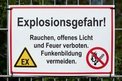 Знак с опасностью надписи взрыва стоковые фотографии rf