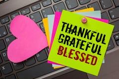 Знак текста показывая благодарное благословленное признательное PA схематической ориентации настроения признательности благодарно стоковая фотография rf