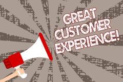 Знак текста показывая большой опыт клиента Схематическое фото отвечая к клиентам при дружелюбный полезный человек пути держа mega стоковые изображения rf