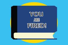 Знак текста показывая вас увольнян Схематическое фото выходя от работы и, который стали безработного не конца карьера иллюстрация вектора