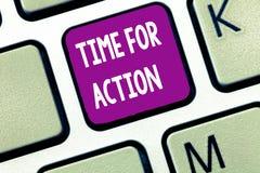 Знак текста показывая время для действия Схематическое фото получая готовый начать сделать поощрение для того чтобы пойти быстро стоковые изображения rf