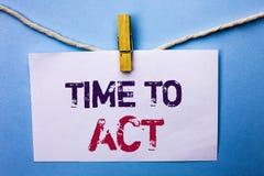 Знак текста показывая время подействовать Схематический крайний срок стратегии момента действия фото выполняет усилие старта дейс стоковое изображение rf
