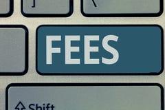 Знак текста показывая гонорары Схематическая оплата фото сделанная к персоне для денег работы оплатила как часть сделки стоковые фотографии rf