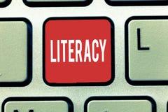 Знак текста показывая грамотность Схематическая способность фото прочитать и написать правомочность или знание в определенной обл стоковая фотография