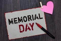 Знак текста показывая День памяти погибших в войнах Схематическое фото, который нужно удостоить и вспомнить тех которые умерли в  стоковые фотографии rf