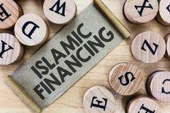 Знак текста показывая исламское финансирование Схематические деятельность при и вклад банка фото который исполняет с sharia стоковые изображения rf