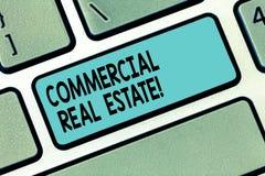 Знак текста показывая коммерчески недвижимость Схематическое свойство фото которое используемая единственно для деловых целей кла стоковая фотография rf
