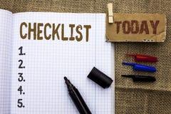 Знак текста показывая контрольному списоку схематический план списка Todolist фото отборный вопросник данным по обратной связи от Стоковые Фото
