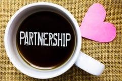 Знак текста показывая партнерство Схематическая ассоциация фото двух или больше людей по мере того как cu кофе времени чая единст стоковые фото