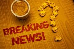 Знак текста показывая последним новостям мотивационный звонок Слова данным по схематического сообщения в печати фото обновленного стоковое фото rf