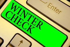 Знак текста показывая проверку зимы Ключ Int зеленого цвета клавиатуры схематического лопаткоулавливателя снега готовности обслуж стоковое изображение