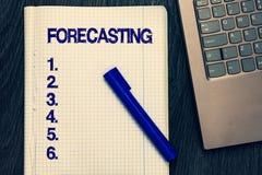 Знак текста показывая прогнозирование Схематическое фото предсказывает оценку будущие событие или тенденция основанные на присутс стоковые фотографии rf