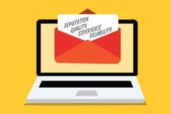 Знак текста показывая репутации качественную надежность опыта Receivin компьютера обслуживания схематического удовлетворения клие стоковое фото