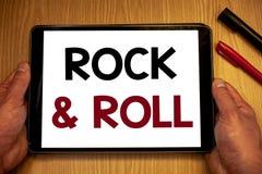 Знак текста показывая рок-н-ролл Тип жанра схематических фото музыкальный владения SoundMan удара популярной танцевальной музыки  Стоковые Изображения RF