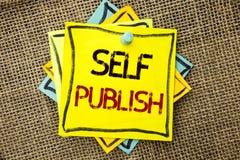 Знак текста показывая собственную личность опубликовывает Схематическое издание фото пишет факты статьи рукописи публицистики нап стоковая фотография rf