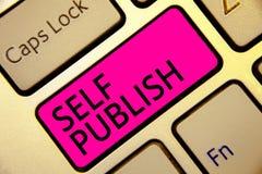 Знак текста показывая собственную личность опубликовывает Схематическое фото опубликовало работу независимо и на собственном ключ стоковые изображения