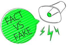 Знак текста показывая факт против фальшивки Схематическое первоначально сделанные соперничество фото или продукты или информация  иллюстрация вектора