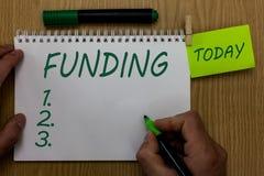 Знак текста показывая финансирование Схематические деньги фото обеспеченные правительством организации для определенного удержива стоковые изображения rf